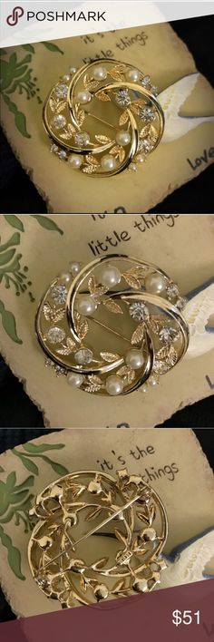 VTG LISNER BROOCH 💯Authentic Lisner brooch. So exquisite with bezel set rhinestones and pearls, surrounded by exquisitely detailed golden leaves. PERFECT VTG CONDITION! Any questions please ask! Offers welcome and remember to bundle for additional savings! Tx for browsing! Marian🌹 Vintage Jewelry Brooches