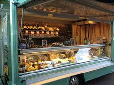 Eatery Pasta's & Delicatessen oa te vinden op de ten Katemarkt in Oud West. Deze veelzijdige zaak heeft de allerlekkerste pasta's, ravioli, pizza, paddestoelen, limoncello ed.