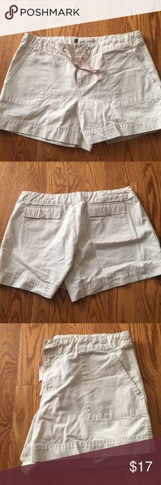 Gap khaki shorts size 16 Gap khaki shorts size 16 GAP Shorts Cargos