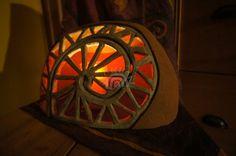 Fotografie zhotovených lamp a stínidel z keramiky.