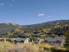 8BR/6 Bath home (sleeps 24). Two side-by-side 4BR/3 Bath duplex units (each sleeps 12) in the Keystone Ski Area. Rent separately (see vrbo 29761 4BR and vrbo 560519 4BR) or together (8BR--vrbo 439935). Walk to the ...