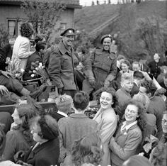 The Netherlands. Infantrymen of The West Nova Scotia Regiment in a Universal Carrier en route to Rotterdam are surrounded by Dutch civilians celebrating the liberation of the Netherlands, May, 1945 Canadian Soldiers, Canadian Army, Canadian History, British Army, Rotterdam, Operation Market Garden, Army Infantry, History Magazine, Pearl Harbor Attack