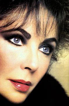 Violet Eyes Elizabeth Taylor