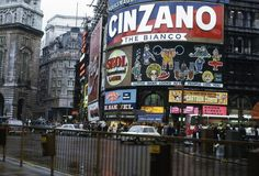 Piccadilly Circus, 1972