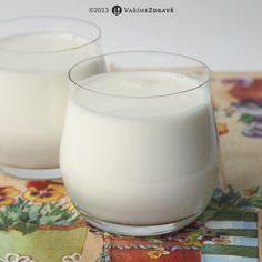mandlové mléko -  Ingredience:      80 g mandlí v suchém stavu (po nabobtnání kolem 100 g )     700-750 ml filtrované vody (popř. jiné kvalitní vody bez chlóru) Glass Of Milk, Smoothies, Food And Drink, Gluten Free, Nutrition, Vegan, Cream, Drinks, Recipes