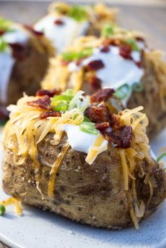 You don't need to turn on your oven to bake a few potatoes. These air fryer baked potatoes take less time than your oven and they are just as good. Small Baked Potato, Air Fryer Baked Potato, Perfect Baked Potato, Air Fryer Recipes Vegetarian, Air Fryer Recipes Easy, Cooking Recipes, Oven Recipes, Sweets Recipes, Yummy Recipes