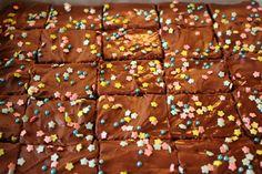 Pohja ihanan kostea ja päällä herkullista suklaakuorrutetta. Pätkiksien ystäville todellinen herkku. Suosittelen testaamaan.   Tiesithän,...