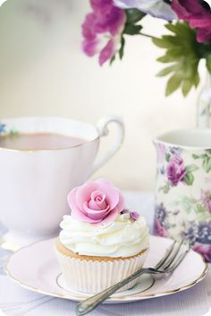 tea & cupcake, very therapeutic indeed