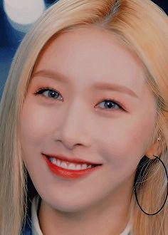"yoon-suns: ""Hong Euijin - The Unit [Slow Teaser] "" Cosmic Girls, Korean Actresses, Teaser, Idol, The Unit, Beauty, Beautiful, Fotografia, Korean Actors"