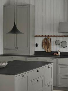 49 Ideas Shaker Kitchen Lighting Islands For 2019 Swedish Kitchen, Nordic Kitchen, Scandinavian Kitchen, New Kitchen, Kitchen Dining, Kitchen Decor, Kitchen Cabinets, Scandinavian Design, Kitchen Island