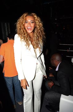 Photo of Beyoncé Supports Jay-Z on Her Big Premiere Night Beyonce Blonde, Beyonce Style, Beyonce And Jay Z, Beyonce Curly Hair, Beyonce Hairstyles, Most Beautiful Faces, Beautiful People, Celebrity Look, Celebrity Couples