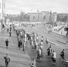 Cyklister vid Slussen från Kornhamnstorg