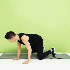 This bodyweight HIIT workout requires no equipment. All you need is your body and a little space to get your heart rate high and work your entire body. 30 Minute Ab Workout, Full Body Bodyweight Workout, Workout Tops, Butt Workout, Group Fitness, Fitness Tips, Hiit, Agility Workouts