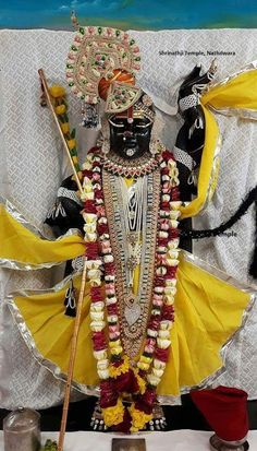 Radha Krishna Images, Krishna Love, Lord Krishna, Ladoo Gopal, Sathya Sai Baba, Jai Shree Krishna, Fruit Gifts, Krishna Painting, Krishna Wallpaper
