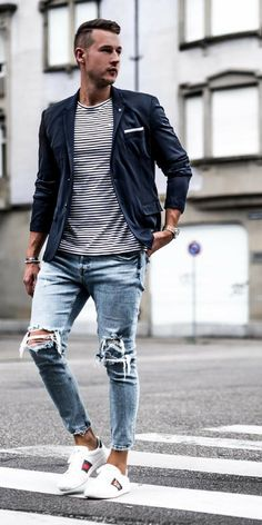 41 Ripped Jeans Outfit That Make You Want To Wear Every Day - Aksahin Jewelry Mens Fashion Blazer, Mens Fashion Week, Net Fashion, Smart Casual Menswear, Ripped Jeans Outfit, Diy Mode, Moda Chic, Cool Street Fashion, Jean Outfits