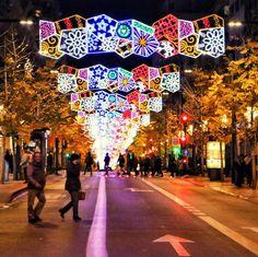Gran vía de colón Granada  . #lucesdenavida #granada #navidad #christmastree #christmaslights #christmas #spain #spain #travel #travelingtheworld #andalucia #andalusia #trip #traveling #trip #pics #instapic #instmoments #europe #granvia #colon