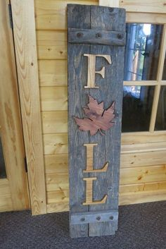 Recycled Wooden Shutter Sign for Fall Fall Fall decor, Fall diy fall wood crafts - Diy Fall Crafts Pallet Crafts, Pallet Art, Diy Pallet, Barn Wood Crafts, Rustic Crafts, Decoration Entree, Front Porch Signs, Front Porches, Fall Porches