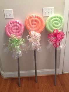 Make these giant lollipops straight out of The Wizard of Oz. | 24 Insanely Clever Things You Can Do With Pool Noodles