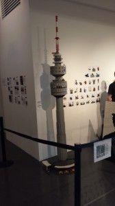 Mit mehr als 22.000 Bausteinen und einer Bauzeit von 8 Monaten baute Björn Merz für das Brickcamp den Florianturm.