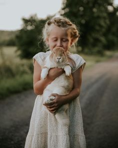 Minns ni lilla Lasse? Han är stor nu, men langt ifran fullvuxen! Världens goaste lille kanin med sina stora mjuka öron! Alla borde ha en liten Lasse som kompis!🐇🍃 Country Life, Anna, Couple Photos, Couples, Instagram, Storage, Baby, Couple Shots, Purse Storage