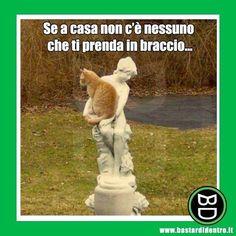 A mali estremi, estremi rimedi! #bastardidentro #gatto #statua #iphone www.bastardidentro.it
