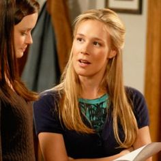 Hot: Liza Weil confirms shes returning for the Gilmore Girls revival
