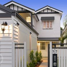 What our front yard may look like with extended garage Weatherboard House, Queenslander, Garage House, House Front, Carport Garage, House Paint Exterior, Exterior House Colors, Garage Extension, Narrow House Designs