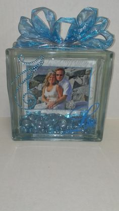 Glass block with photo inside Vinyl Crafts, Vinyl Projects, Diy And Crafts, Craft Projects, Yarn Crafts, Glass Cube, Glass Boxes, Glass Jars, Decorative Glass Blocks