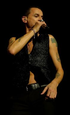 Dave Gahan. photo by Dingerz