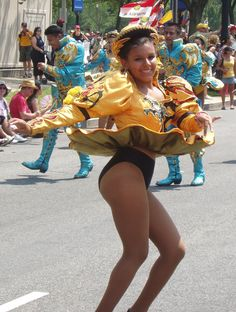 Carnival Dancers, Carnival Girl, Caribbean Carnival Costumes, Pin Up Swimsuit, Windy Skirts, Carnival Festival, Hot Cheerleaders, Perfect Legs, Latin Women