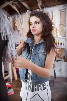 Selena Gomez sizzles with sexy bed hair and tiny shorts in new advertising… Selena Gomez Fashion, Selena Gomez Fotos, Selena Gomez Age, Selena Gomez Adidas, Selena Gomez Pictures, Selena Gomez Style, Selena Gmez, Selena Pics, Selena Gomez Makeup