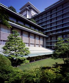 Hotel Okura Tokyo The Main - Within easy access of the major Tokyo attractions, the hotel is a five-minute walk from the subway and a 90-minute drive from Tokyos Narita Airport.
