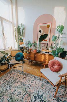 Retro Living Rooms, Boho Living Room, Cozy Living, Living Room Decor With Plants, Art For Living Room, Small Living, Living Room Vintage, Living Room Paintings, Bohemian Living
