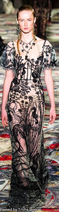 Alexander McQueen Spring 2017 Ready-to-Wear