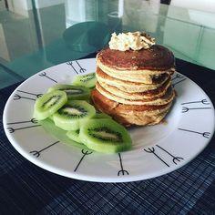 Bom diaaaa  com mais do mesmo  panquecas de abóbora e whey chessecake de mirtilo  kiwi  manteiga de caju  #breakfast #breakfastlovers #panquecas #dietaflexivel #iifym #comidadobem #comersaudável #fitgirl #fitnessblogger #fitnessportugal #runningforpancakesblog ( # @anaisagoncalves)