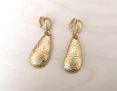 REDUCED vntg 80s signed clip-on earrings Anne Klein gold tone tear drop shape 4 cm geometric decoration