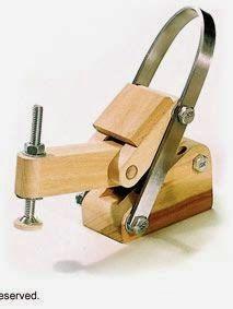 facil de fazer e de grande utilidade, este grampo ideal para se ter vários:           http://www.woodcraft.com/Articles/Articles.aspx?articl...