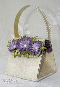 I have a tutorial over at Splitcoast Stampers on how to make this exploding handbag ! I love the Delicate Aster flower from Heartfelt Creations,It looks fabulous here on my bag! Handbag Tutorial, Heartfelt Creations Cards, Paper Purse, 3d Paper Crafts, Shaped Cards, Diy Purse, Craft Bags, Card Tutorials, Pop Up Cards