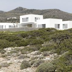 Adored minimalist architect John Pawson has gifted us with two lovely island homes in Paros, Greece. Paros House I and II are white-clad retreats sitt. Minimal House Design, Minimal Home, Modern Design, John Pawson, Caribbean Homes, Arch House, Mountain Modern, Modern Architecture, House Plans