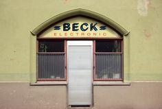 Die Schönheit in die Jahre gekommener Elektroläden. Hier in Nürnberg Gostenhof Anfang Mai 2013.