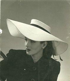 Vintage beautiful Fashion female Model original photo Hat 1940, 1940s.
