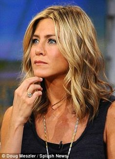 Jennifer Aniston shoulder length hair curls She can just work any hairstyle. I love that