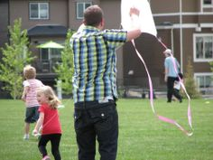 Fun with Dad at the Cooper's Crossing Kite Day www.cooperscrossing  #coopersairdrie