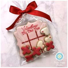 Cute Valentine cookies decorated with royal icing. Heart cookies for kids and other Valentine cookies for him or her. Some of these Valentine Cookies are easy, while some are more difficult to make. Some Valentine Cookies made with fondant and chocolate too. Cookies For Kids, Fancy Cookies, Cute Cookies, Yummy Cookies, Cupcake Cookies, Cupcakes, Cookie Favors, Flower Cookies, Cookie Gifts