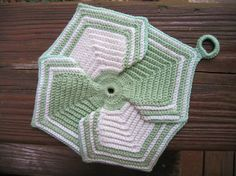 Petal Potholder pattern by American Thread Company. FREE vintage crochet pattern.