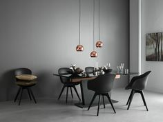 The dining room is where the magic happens.Where you spend hours catching up with your favourite people. Comfortable chairs and a table where you can make room for everyone are must-haves. Get inspiration here and know that it's all customisable so you can get the perfect solution for you and your parties.
