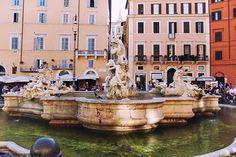 La fontaine des Quatre-Fleuves sur la Piazza Navona à Rome