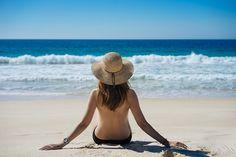 O que fazer quando num dia de sol descobrimos uma praia deserta e não levamos fato de banho?