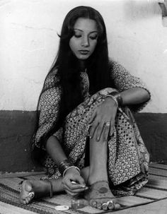 Shabana Deepti Naval, Vintage Bollywood, Indian Goddess, Iconic Women, Indian Celebrities, Bollywood Actress, Glamour, Photoshoot, Actresses