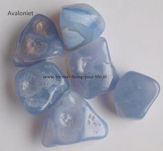 Prijs € 5,50 - Avaloniet- 4e, 5e, 6e Chakra's -Contact feeën, elfen en Deva's, falen, liefde, Opent het hart, desillusie, kennis, Transformeert negatieve energie naar positieve energie